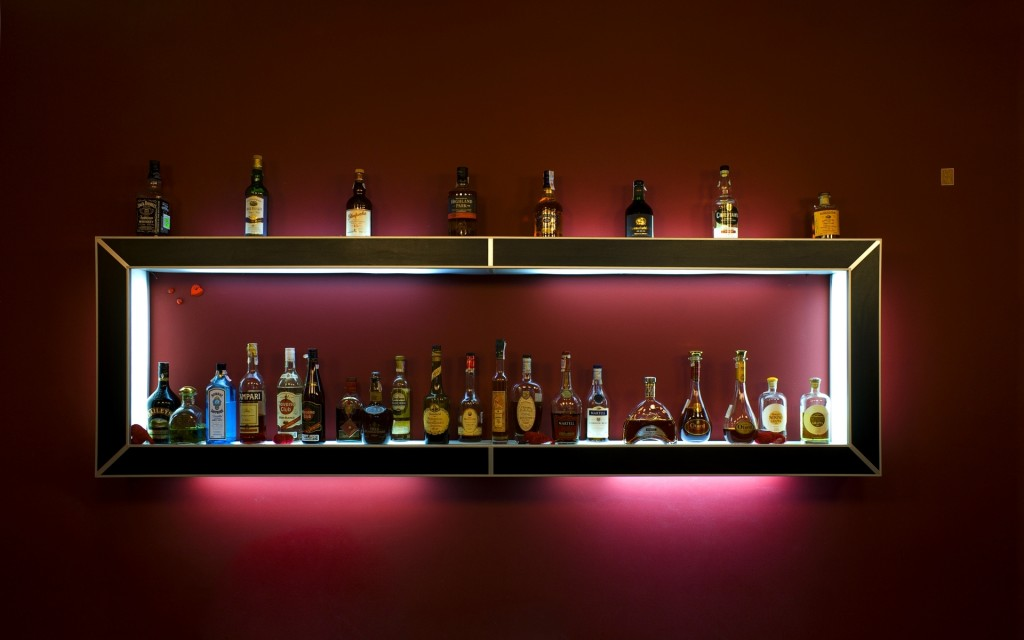 bar_alcohol_shelf_drinks_bottles_5752_1920x1200